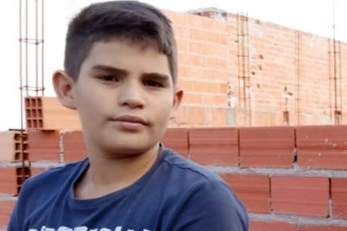 Dad's horror as son, 12, is electrocuted to loss of life whereas flying kite constituted of metallic wire into energy line
